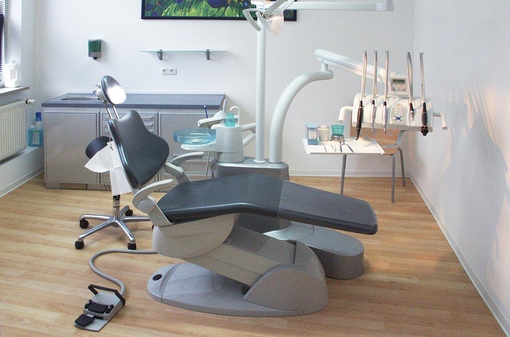Behandlungszimmer der Zahnarztpraxis in Kiel